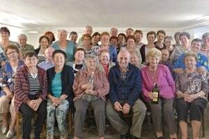 Členovia klubu dôchodcov v Trenčianskom Jastrabí.