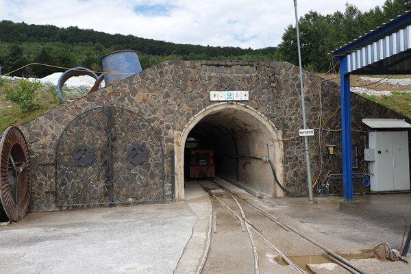 Portál 4,5-kilometrovej štôlne Elizabeth v banskom a spracovávateľskom areáli spoločnosti euroTalc v Gemerskej Polome.