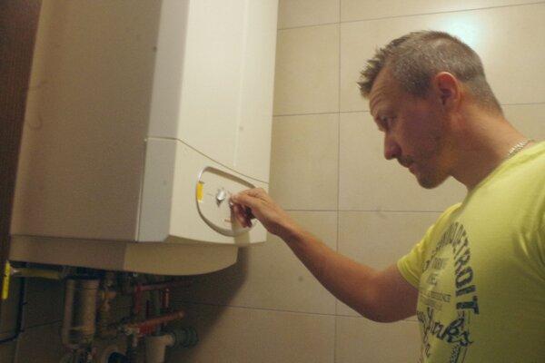 Václav Kula hovorí, že posledný mesiac im vypadávala elektrina už pomlay každý deń a opakovane.