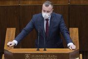Minister práce Milan Krajniak počas vystúpenia k návrhu na odvolanie premiéra Igora Matoviča.