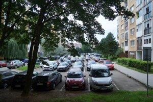 Ak investor zámer na Berlínskej zrealizuje, väčšina existujúcich parkovacích miest vo vnútrobloku zanikne.