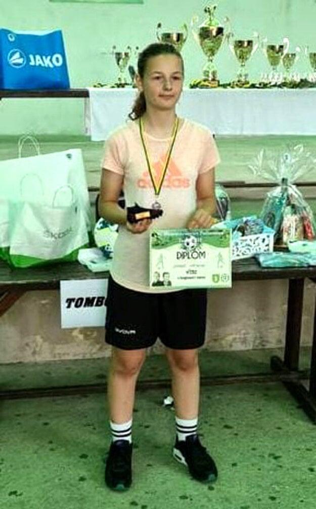 Sandra Machová z tímu žiačok FC Nitra v individuálnych zručnostiach dominovala v žonglovaní s loptou.