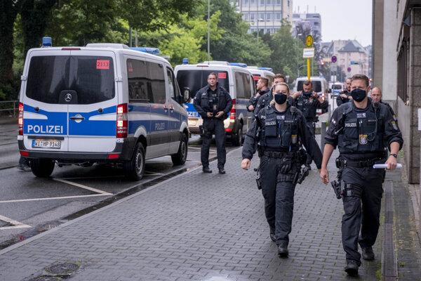 Dostali sa medzi nemeckých policajtov neonacisti?