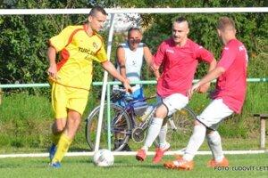 Fanúšikovia sa môžu tešiť aj na derby zápasy medzi  Košťanmi aTrebostovom.