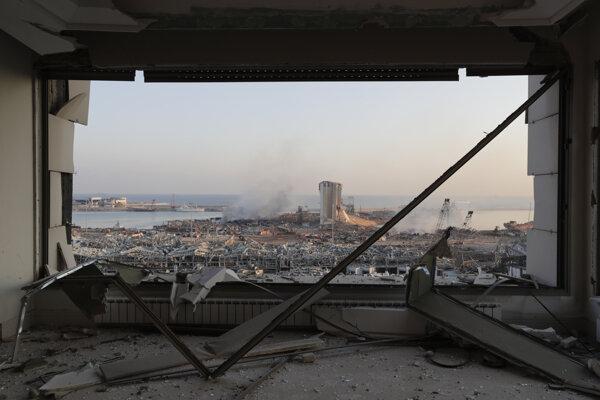 Škody po utorňajších masívnych výbuchoch v prístave v libanonskom hlavnom meste Bejrút v stredu 5. augusta 2020.
