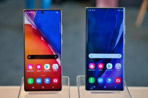 Samsung Galaxy Note20 a Note20 Ultra 5G (vpravo).