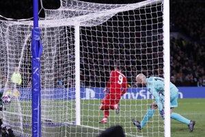 Momentka zo zápasu Bayern Mníchov - Chelsea Londýn (Liga majstrov, osemfinále).