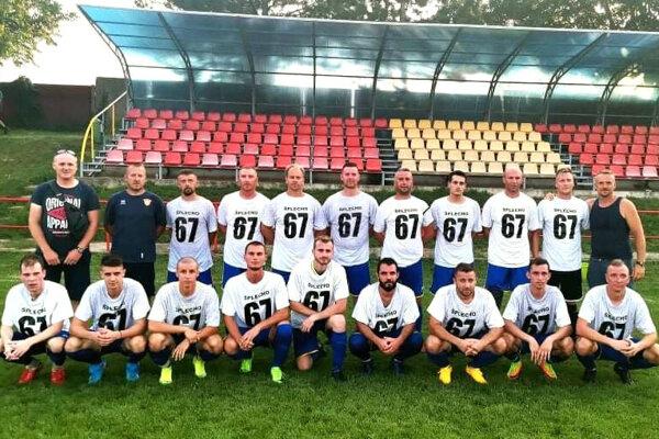 Futbalisti Lehoty si na pamiatku obliekli špeciálne tričká s číslom 67. Vojtech Mesároš odišiel z tohto sveta ako 67-ročný.