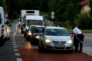 Dychovej skúške sa vyhol len málokto, policajti zastavovali autá v oboch smeroch.