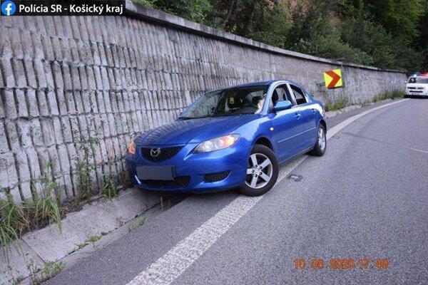 Vodičku zastavil múr.