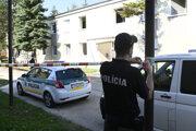 Polícia na mieste po požiari.