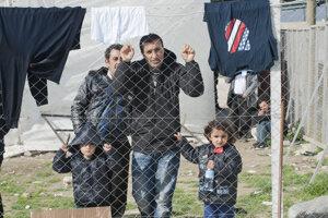 Na snímke migranti v tranzitnom tábore pri meste Gevgelija.