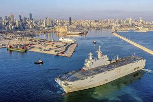 Francúzska loď Tonnerre do Libanonu dopravila aj niekoľko ton nákladu.