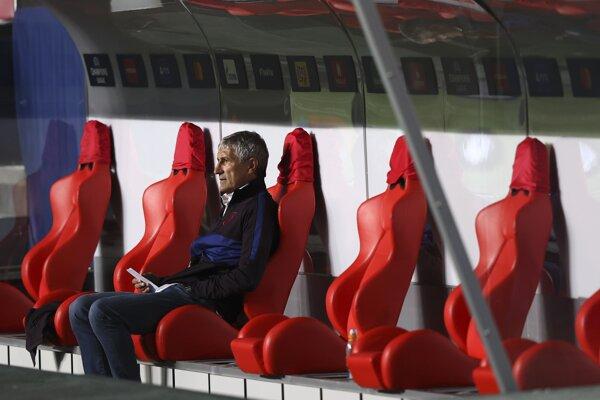 Quique Setién na lavičke FC Barcelona.