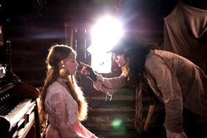 Lucia (Valéria Frištik) a Lukáš (Lukáš Frlajs) sú hrdinami novej rozprávky Perinbaba a dva svety