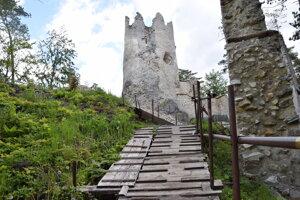 Turisti často navštevujú aj Blatnický hrad.