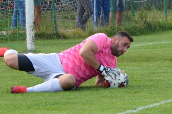 Jozef Kepke Glos vychytal nebezpečných útočníkov Dolných Vesteníc a poslal Jacovce do tretieho kola Slovenského pohára.