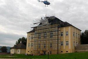 Rekonštrukčné práce na streche Letohrádku.