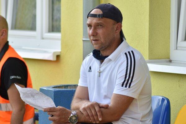 Tréner Plavnice Ľubomír Puhák.