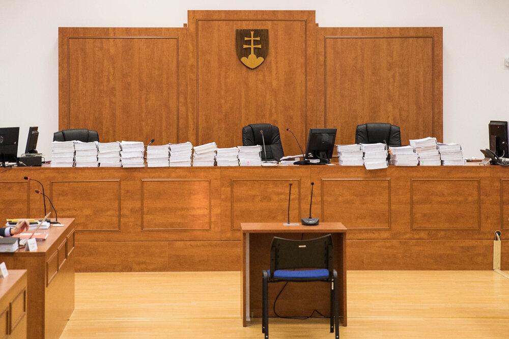 19. december 2019. Spis pred začiatkom verejného predbežného prejednania obžaloby.