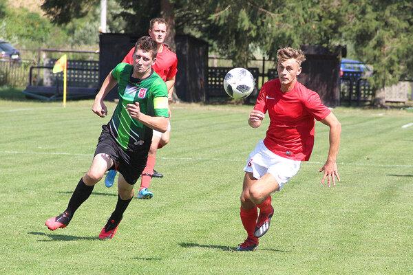 Breza (v červenom) hrala doma derby so Zákamenným.