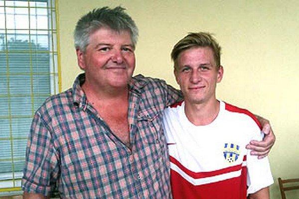 Šéf futbalu v Nevidzanoch Milan Kramár a trojgólový Tomáš Bednár po výhre nad Levicami rozdávali úsmevy.