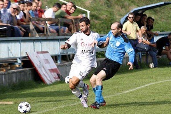 V sezóne 2015/16 sa Lapáš s Chrenovou nestretne. Tá totiž obsadila 15. miesto a vypadla naspäť do prvej triedy, po novom VI. ligy.