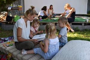 Radosť z čítania mali predovšetkým deti.