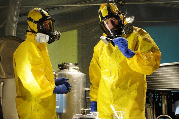 Výrobe metamfetamínu (slangovo: pervitín) sa venuje aj postava Waltera Whitea v seriáli Breaking Bad.