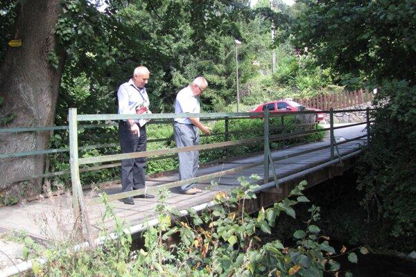 Most už dávno nespĺňa kritériá bezpečnosti pre chodcov, ani pre autá.