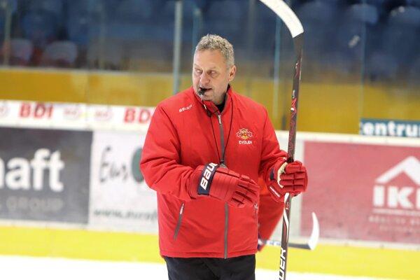 Tréner HKM Zvolen Peter Oremus počas jedného z tréningov.