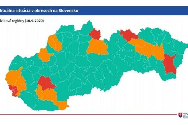 Mapa rizikových okresov na Slovensku.