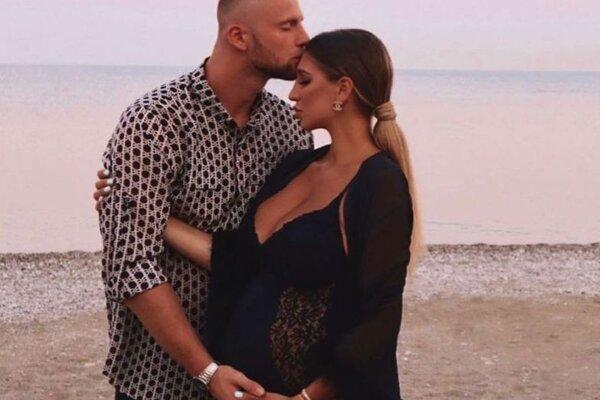 Milan Škriniar s tehotnou priateľkou Barborou.