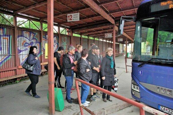 Aj vprímestskej autobusovej doprave sa budú meniť ceny. Prevažne budú vyššie,  no na niektorých linkách zaplatia cestujúci aj menej ako doteraz