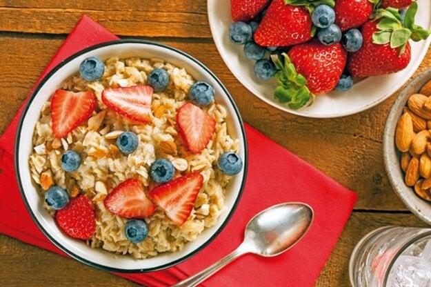Raňajková ovsená kaša s ovocím