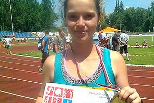 Dominika Kuchtová (ZŠ Topoľová Nitra) vyhrala beh na 800 m.