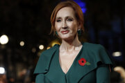 Spisovateľka J.K.Rowlingová v Paríži na slávnostnej premiére filmu Fantastické zvery: Grindewaldove zločiny.