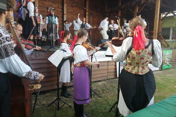 Pod Poľanou sa zišli fanúšikovia folklóru a ľudových tradícií.
