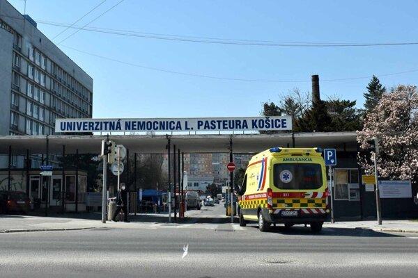 Z košickej univerzitnej nemocnice sa opakovane ozývajú nespokojné hlasy.