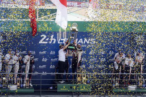 Toyota oslavuje ďalšie víťazstvo.