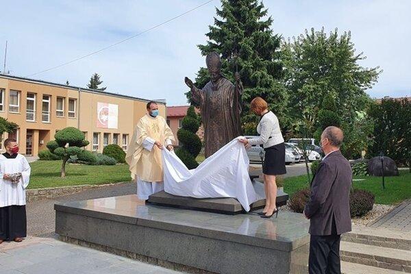 Slávnostné odhalenie sochy pápeža, sv. Jána Pavla II.