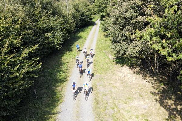 Novootvorená viac ako 35 kilometrov dlhá dokončená cyklotrasa, začínajúca na Pezinskej Babe spájajúca Štefánikovu cyklomagistrálu od Koliby až po Košariská.