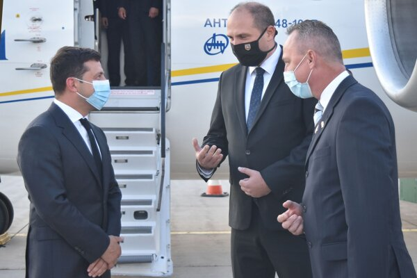 Vľavo ukrajinský prezident, v strede košický primátor.
