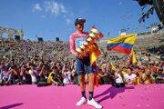 Richard Carapaz získal ružový dres na vlaňajšom Giro d'Italia.