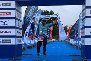 Alena Stevens vyhrala polovičného ironmana na podujatí CZECHMAN Triatlon 2020.