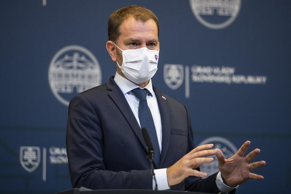 Koronavírus: Zakázali hromadné podujatia, navrhli opäť zaviesť núdzový stav (minúta po minúte)