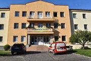 V Ošetrovateľskom centre na Lipovej ulici v Humennom sú na ochorenie Covid – 19 pozitívne testovaní pacienti aj klienti.