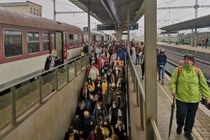 Príchod vlaku do Prešova zo smeru Hanušovce nad Topľou.
