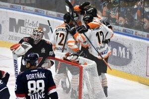 Hokejisti Michaloviec vstúpili do novej sezóny víťazstvom 4:1 nad bratislavským Slovanom.