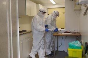 Odbery vzoriek na koronavírus. Ilustračné foto.